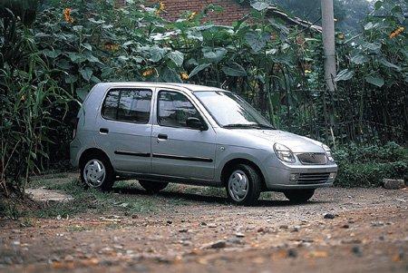 2001年9月西安秦川汽车公司生产的福莱尔微型轿车下线时,我高清图片