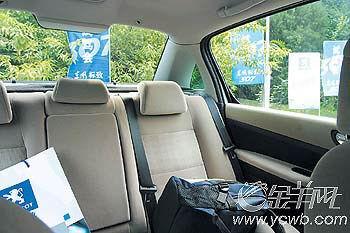 东风标致307:明丽舒适   307车长4.47米,宽1.75米,车高达1.54高清图片