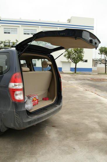 款紧凑型商务车五菱宏光 3高清图片