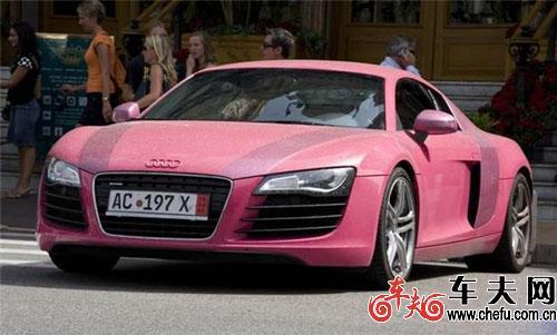 奥迪 街拍/时尚街拍粉红女郎粉色奥迪R8