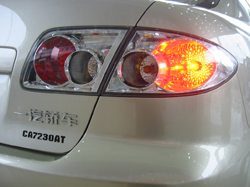 灯语:阶段性亮刹车灯; 供应德凯讯科技led汽车尾灯;; 经典汽车尾灯