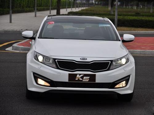 起亚k5   4s店获悉,起亚k5目前在4s店有现车销售,货源较为充高清图片