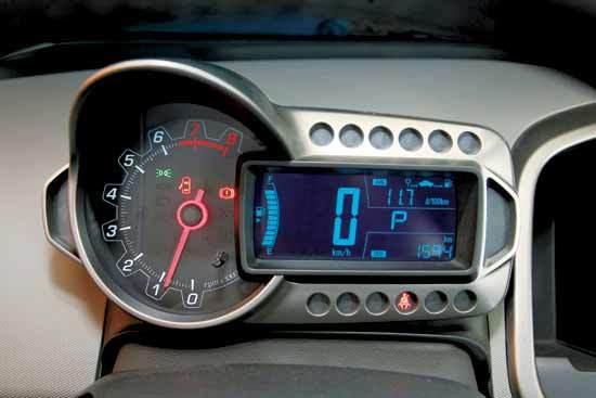 机车风格的仪表盘是雪佛兰新一代小车的特征之一