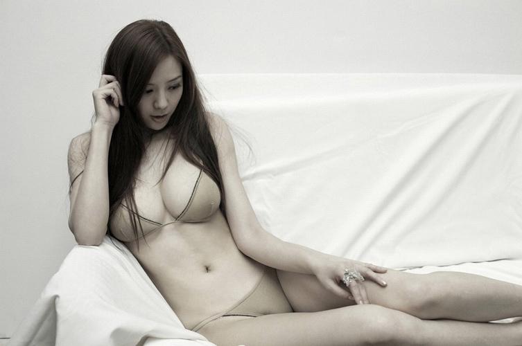 周韦彤跳水露卫生巾日本美女周韦彤b跳水透视图周