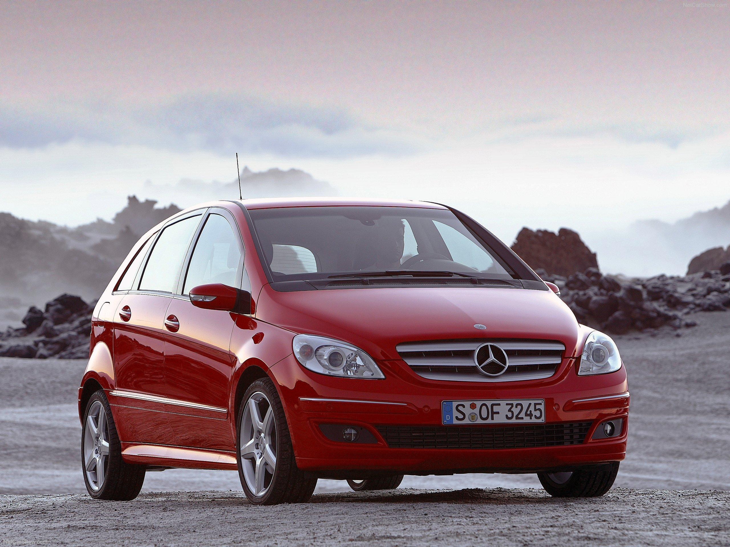 尺寸上明显要小于2011年版的b级车 最新曝光 奔驰201 高清图片