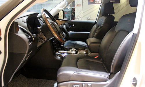 吴宇森的奢华座驾 全面体验英菲尼迪QX56二手名车高清图片